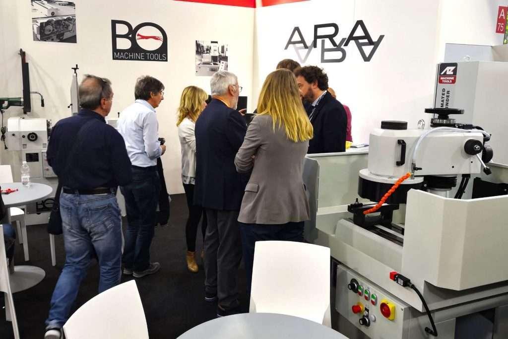 Los expertos de la industria se reúnen en el stand de ARA