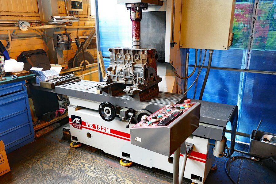 Cylinder boring-resurfacing machine AZ VB182M is better than Comec AC200