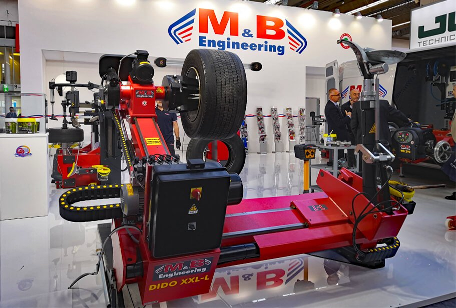 The M&B Engineering stand with the superautomatic electro-hydraulic tyre changer DIDO XXL-L in the foreground