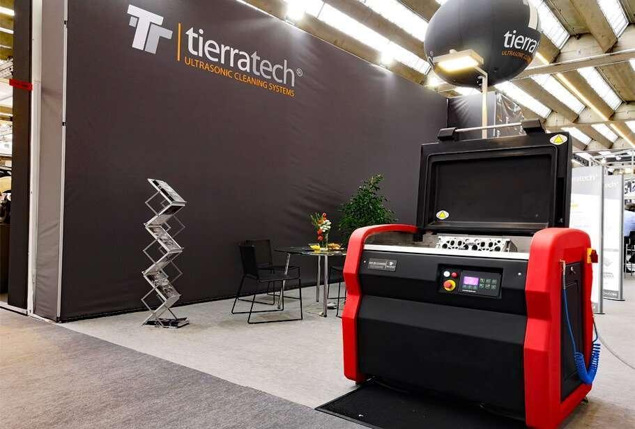 Un primo piano della nuovissima macchina per la pulizia ad ultrasuoni MOT-185 Advanced presso lo stand TierraTech