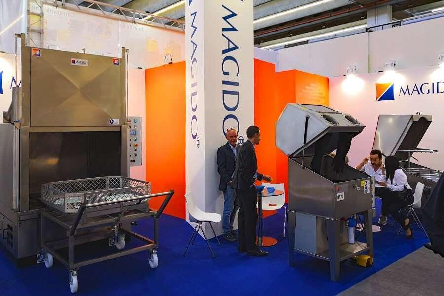 Lo stand Magido ad Automechanika 2018 con le lavapezzi L190, L102 e HP25 in esposizione