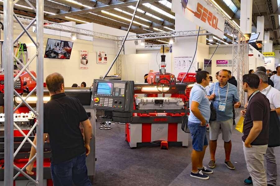 Lo stand Serdi ad Automechanika 2018 con le rettifiche per sedi valvole più tecnologivamente avanzate