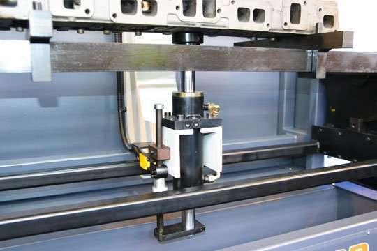 El pistón inferior del Carmec VGP 1200 que sirve como soporte para las cabezas de los motores