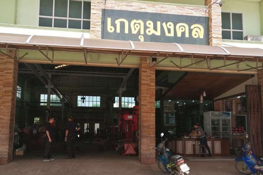 Ingresso dell'officina di Rettifiche motori in Tailandia, Ket Mongkol
