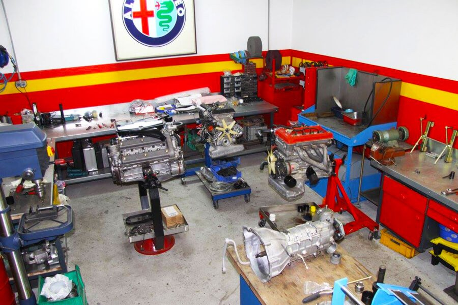 Another view of the engine tuning department of MFT Elaborazioni Sportwagenservice