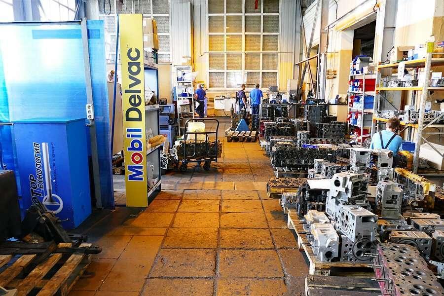 Interior del Centro Técnico por la reparación de motores en Rusia