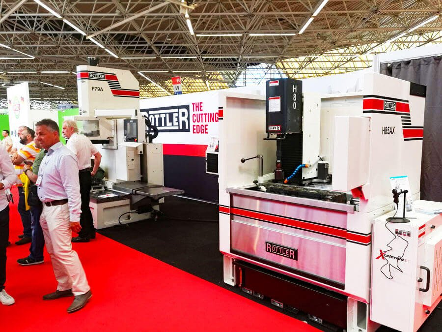Rottler F79A e H85AX rispettivamente centro di lavoro CNC per la riparazione motori e levigatrice cilindri verticale