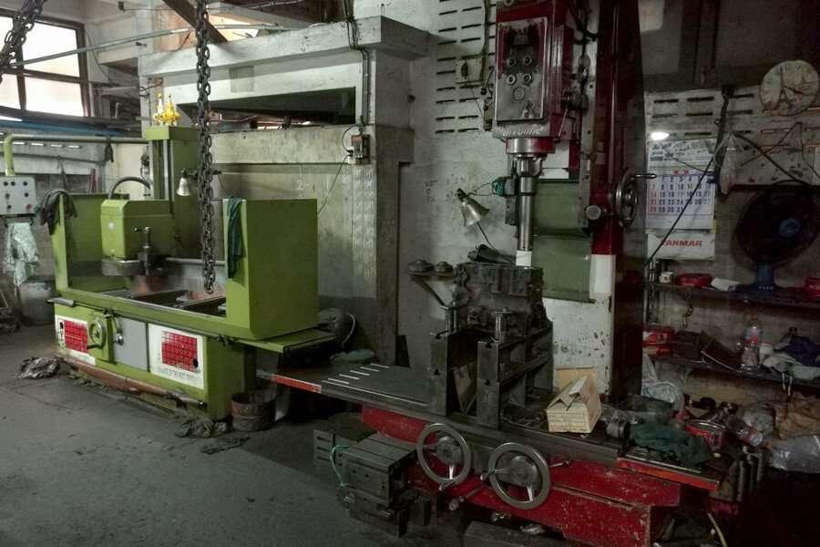 Cylinder boring machine and engine head resurfacing machine Vereco